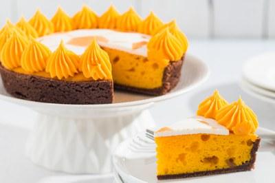 Voetbaltaart van Goud met Fantasy Orange Cake